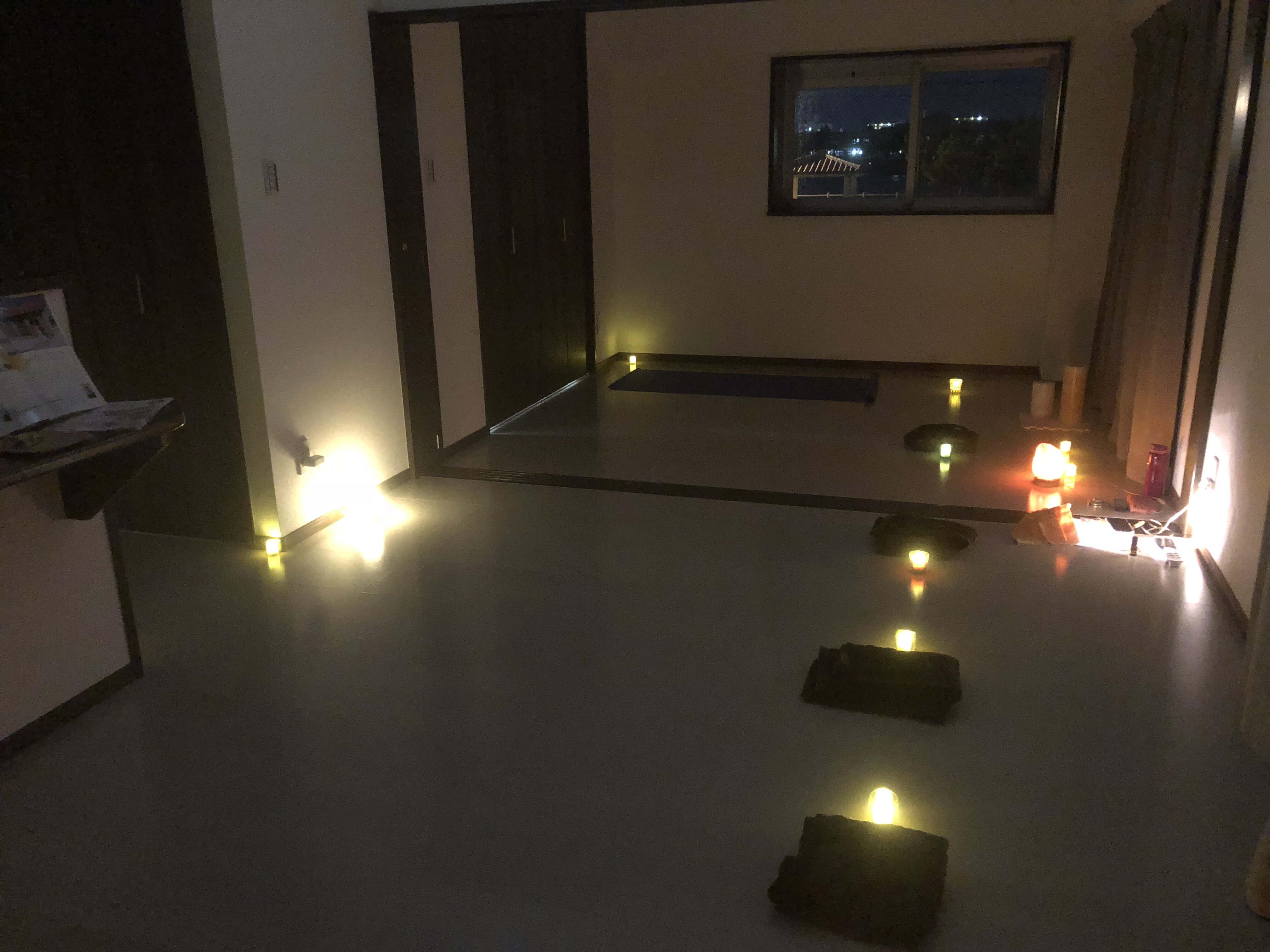 沖縄イメージ瞑想の室内の様子