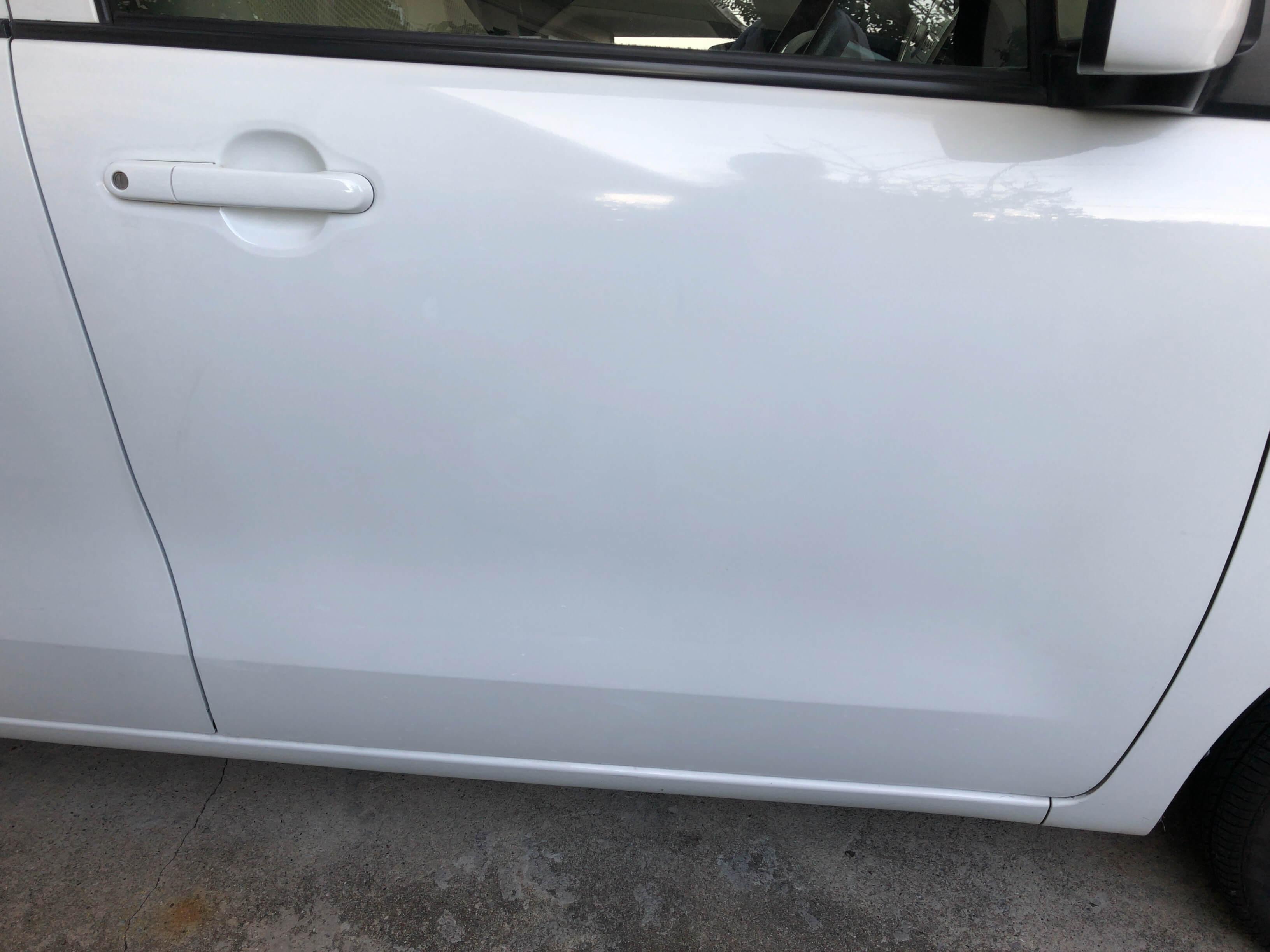 ワゴンR白の運転席にペンキを塗った